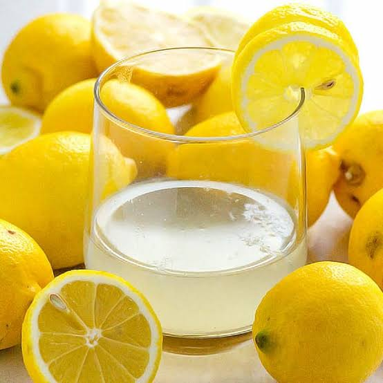 Here are Seven Ways Your Body Benefits from Lemon Water